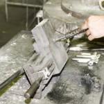 Alumínium megszilárdulása az öntőkokillában – kézi kokillaöntés (gravitációs kokillaöntés) – ajtókilincs öntése