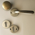 Safety front-door round knob set + rose