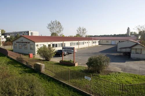 A Nyeste és Nyesténé Kft. kilincsgyártó (épületveret-gyártó) telephelye - Berettyóújfalu, ipari park, főüzem