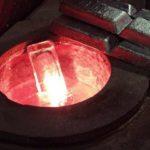 Az alumínium hulladékból összetételüktől függően a képen látható, vagy ahhoz hasonló alumínium tömböket készítünk. Ezzel az újrahasznosítással évente több tonnányi alumínium hulladékot tudunk visszaforgatni a termelésbe