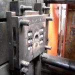 Hatfészkes öntőkokilla – gépi nyomásos öntés – kerítésdísz öntése